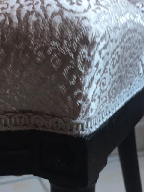 Adrom, formation tapisserie, galerie atelier, détail galon sur assise chaise Napoléon