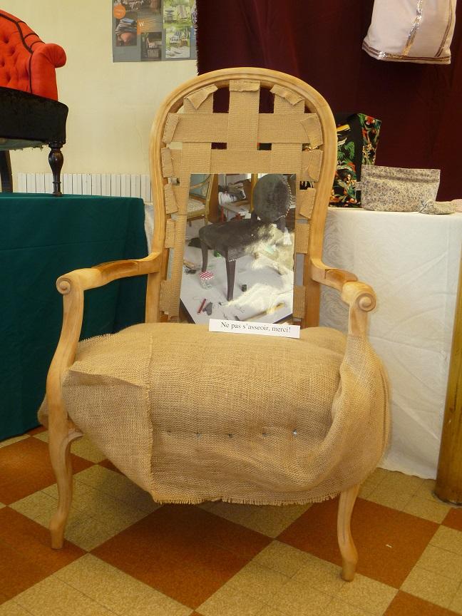 Adrom, formation tapisserie, exposition Morainvilliers, fauteuil Voltaire en cours de réalisation