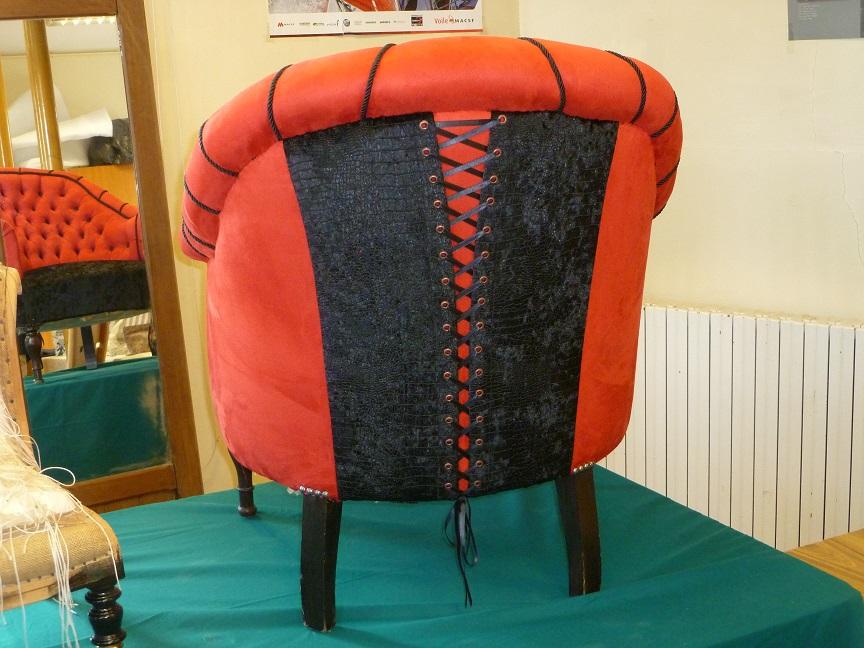 Adrom, formation tapisserie, exposition Morainvilliers, fauteuil crapaud de dos
