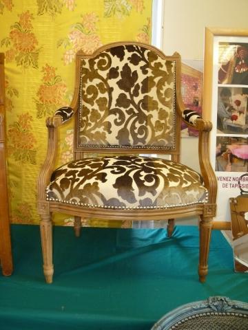 Adrom, formation tapisserie, exposition Morainvilliers, fauteuil style Louis XVI dossier Jacob