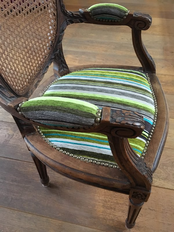Adrom, formation tapisserie, galerie fauteuil du mois, septembre 2017, fauteuil Louis XVI enfant
