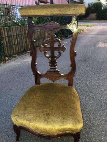 Adrom, formation tapisserie, galerie tous les fauteuils de juin 2018, prie Dieu